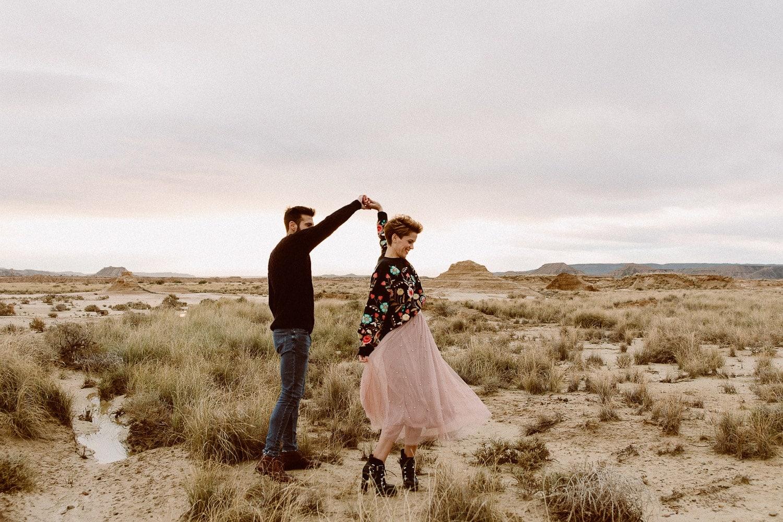 fotografia de pareja divertida y natural